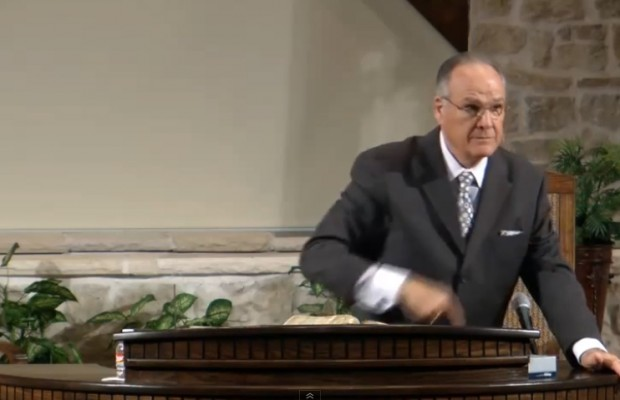 Watch a Baptist preacher personally insult his congregation mid-sermon